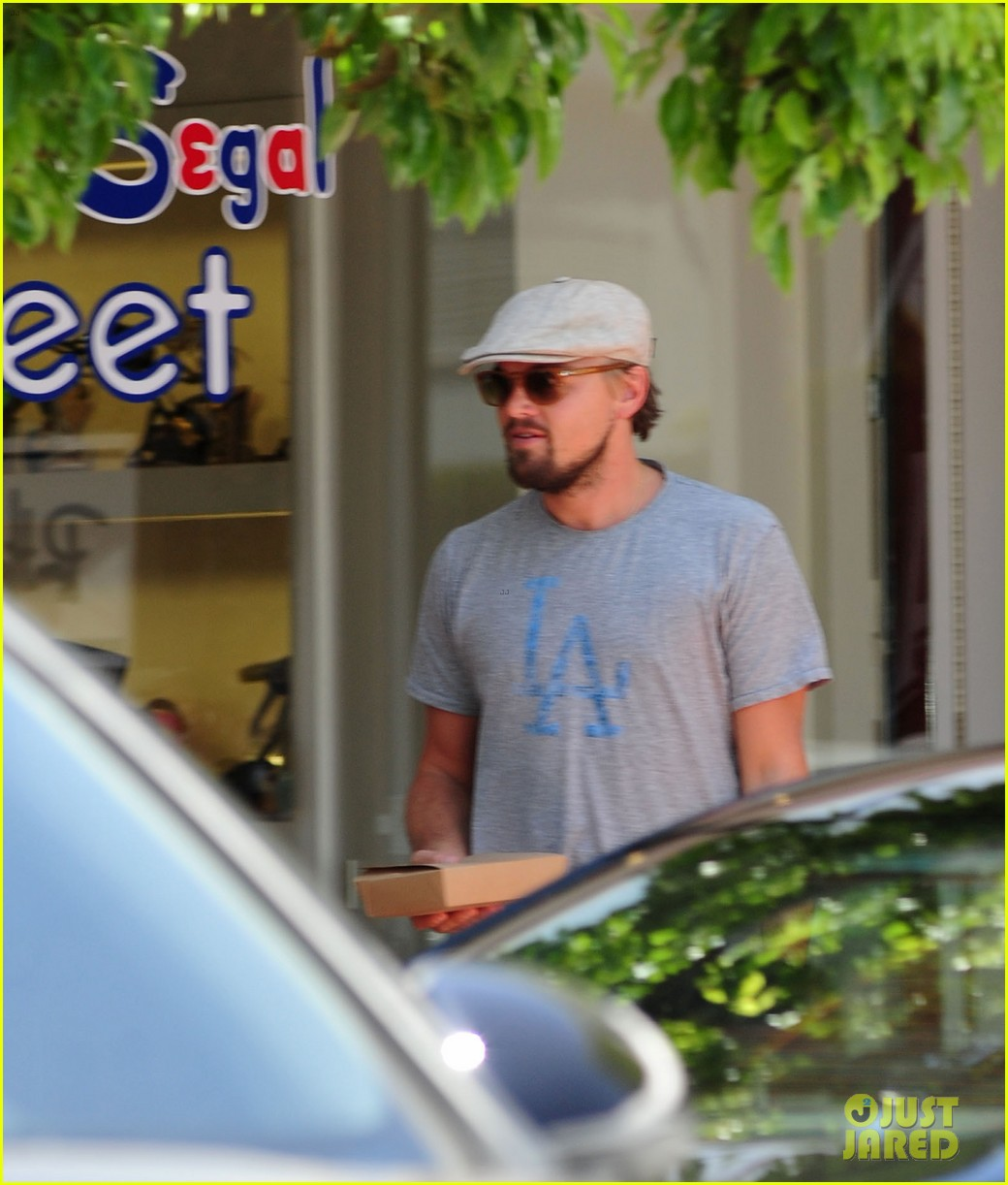 leonardo dicaprio roots for l a dodgers during lunch outing 083102884