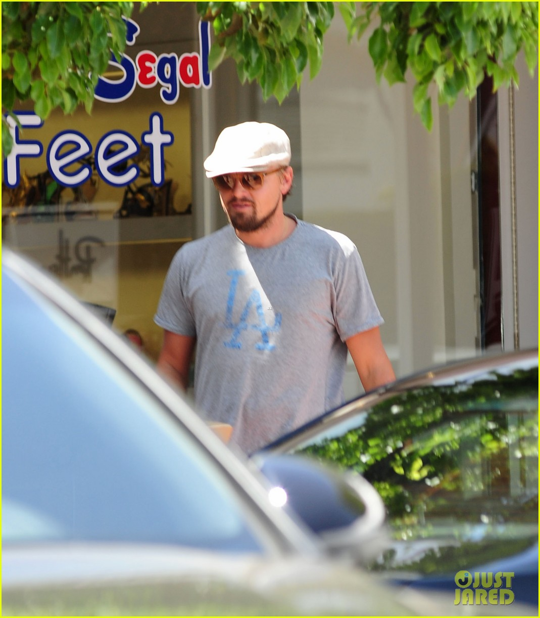 leonardo dicaprio roots for l a dodgers during lunch outing 103102886
