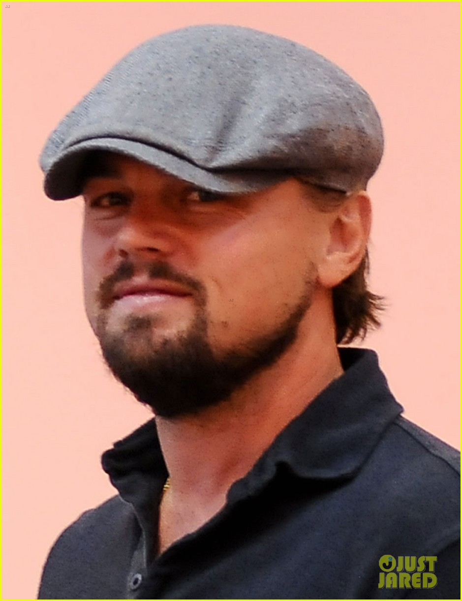 leonardo dicaprio toni garrn reportedly move in together 023104266