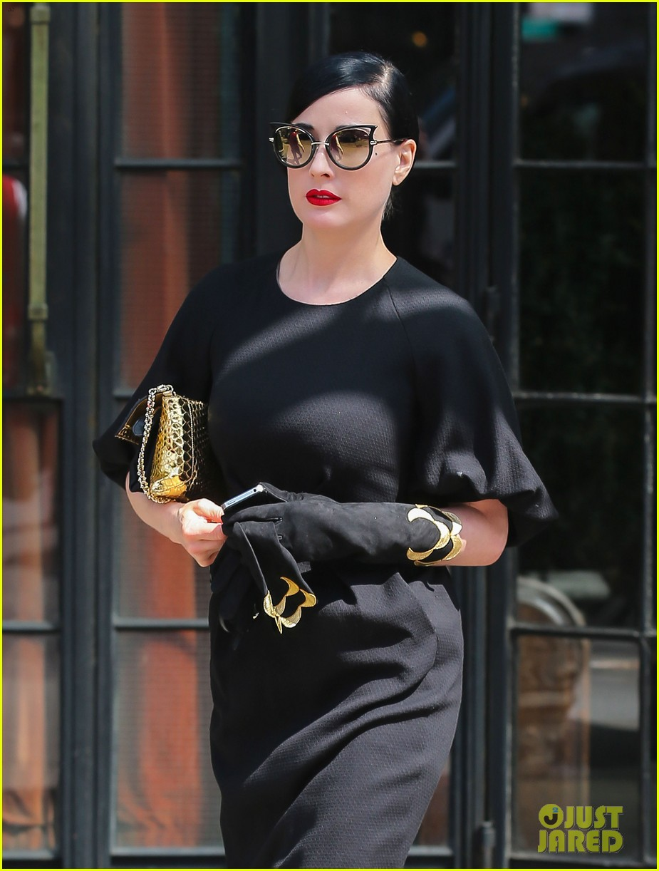 dita von teese peter pan relaxing weekend nyc 013105001