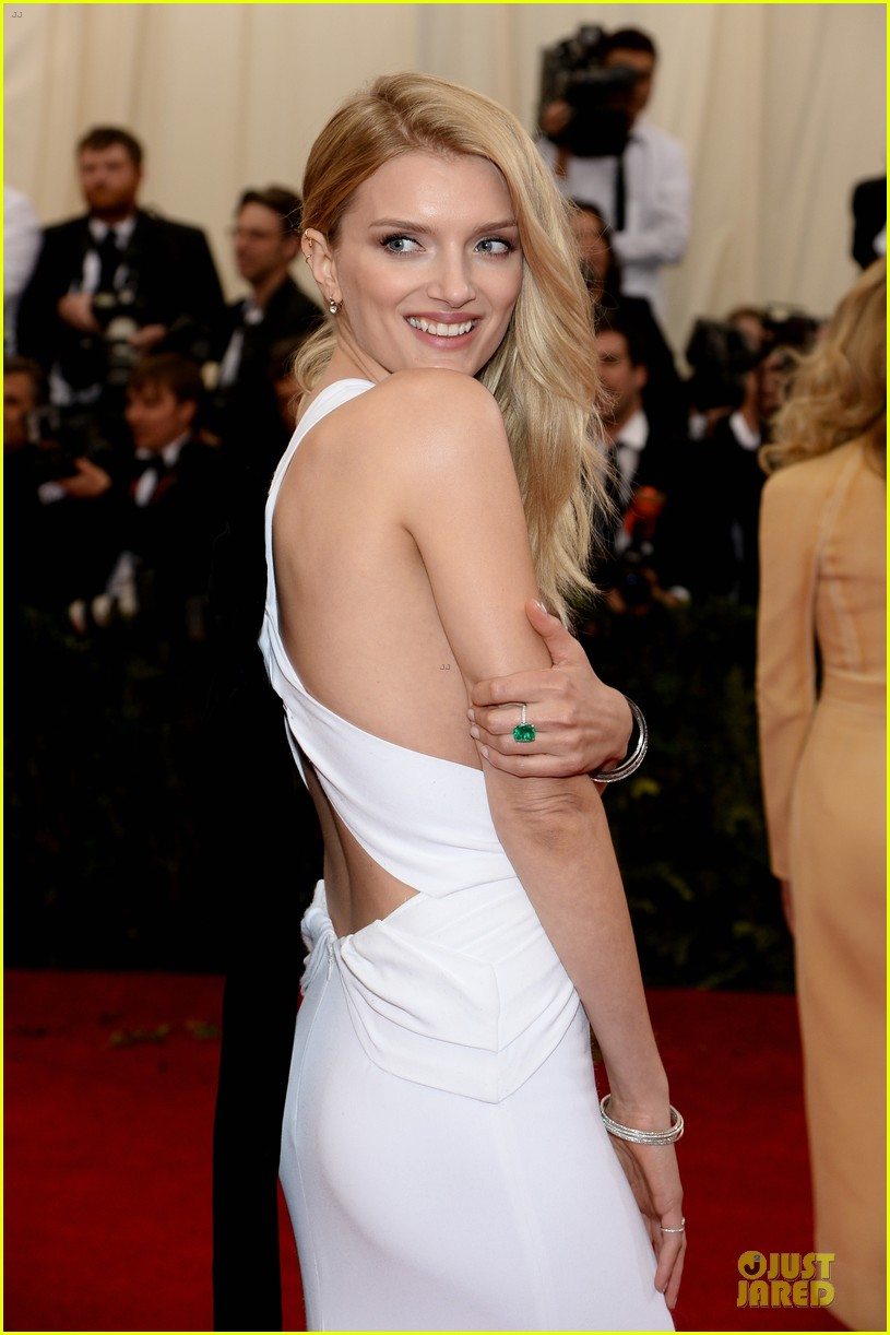 lily donaldson shows sideboob at met ball 2014 023106503