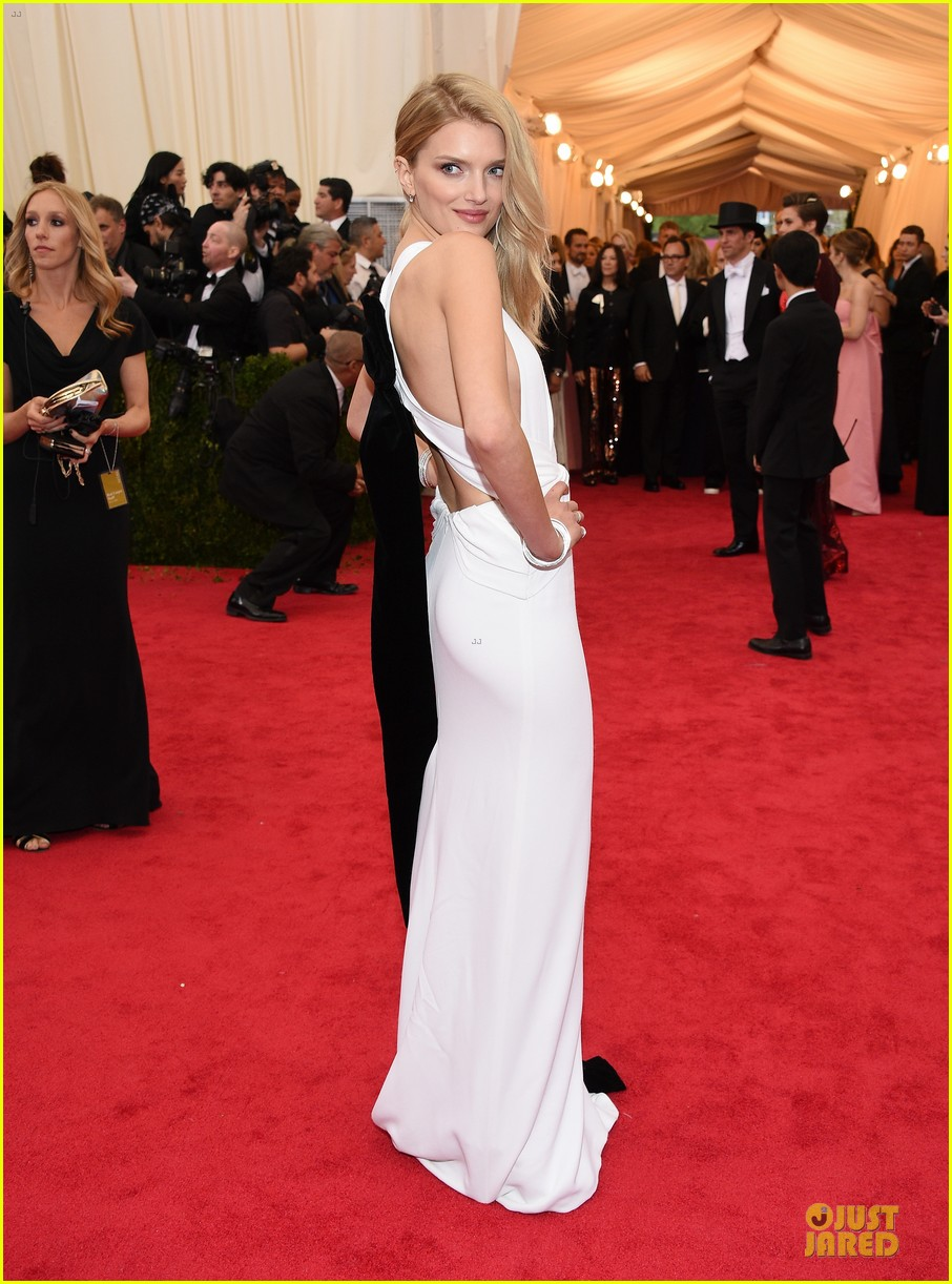 lily donaldson shows sideboob at met ball 2014 053106506