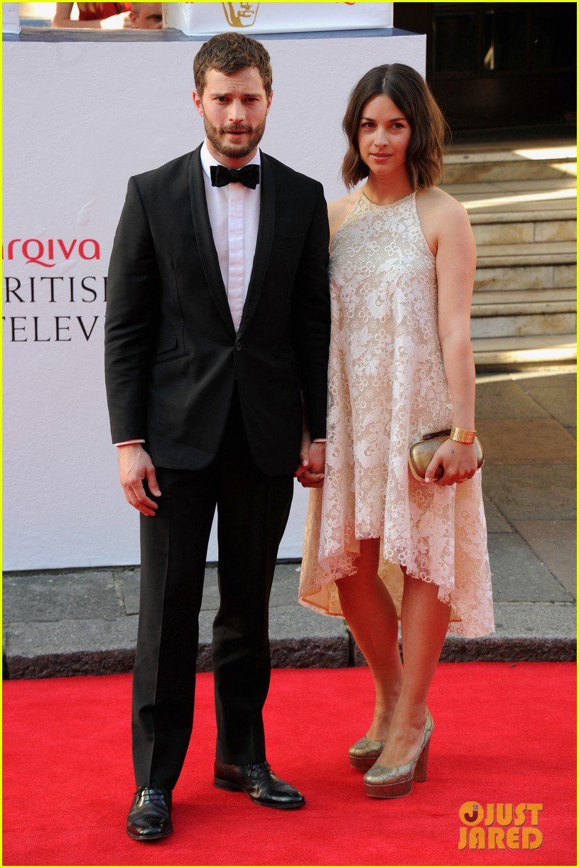 jamie dornan wife amelia hold hands make one cute couple at arquive awards 133117096