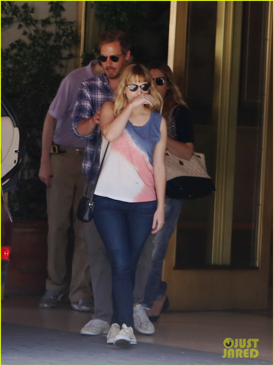 drew barrymore steps out first time daughter frankie 013110869