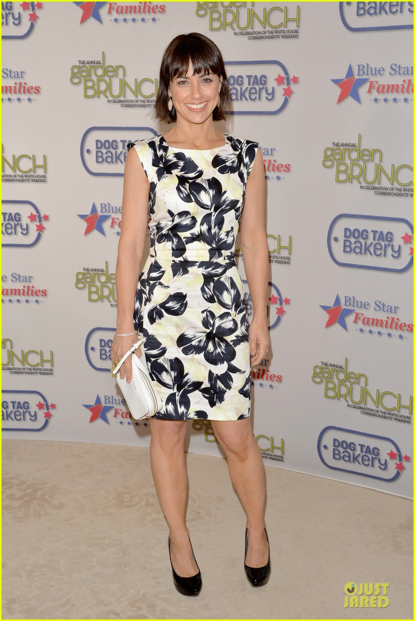 julia louis dreyfus colorfully chic at garden brunch 033104590