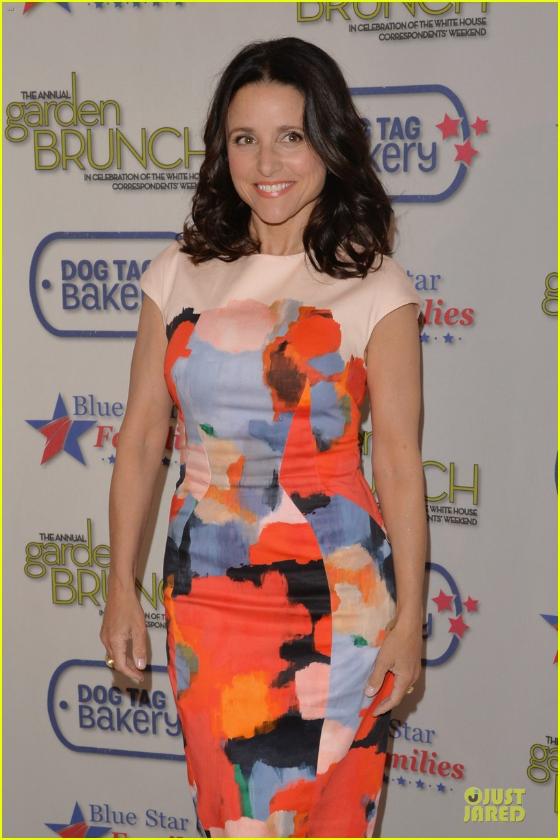 julia louis dreyfus colorfully chic at garden brunch 073104594