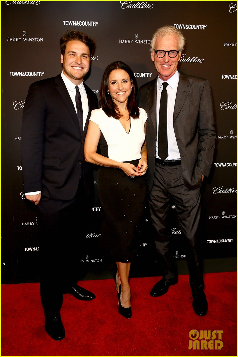 julia louis dreyfus hosts generosity of eye screening for hubby brad hall 033123196