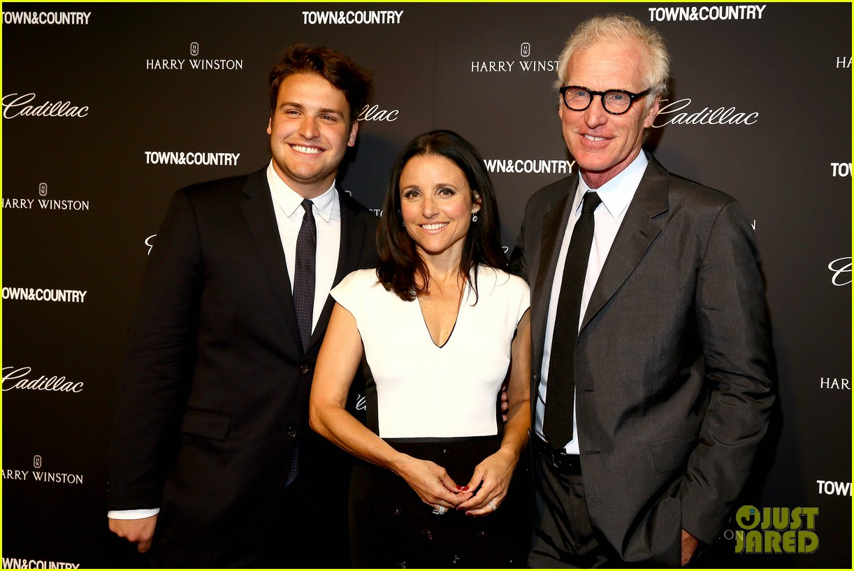 julia louis dreyfus hosts generosity of eye screening for hubby brad hall 06