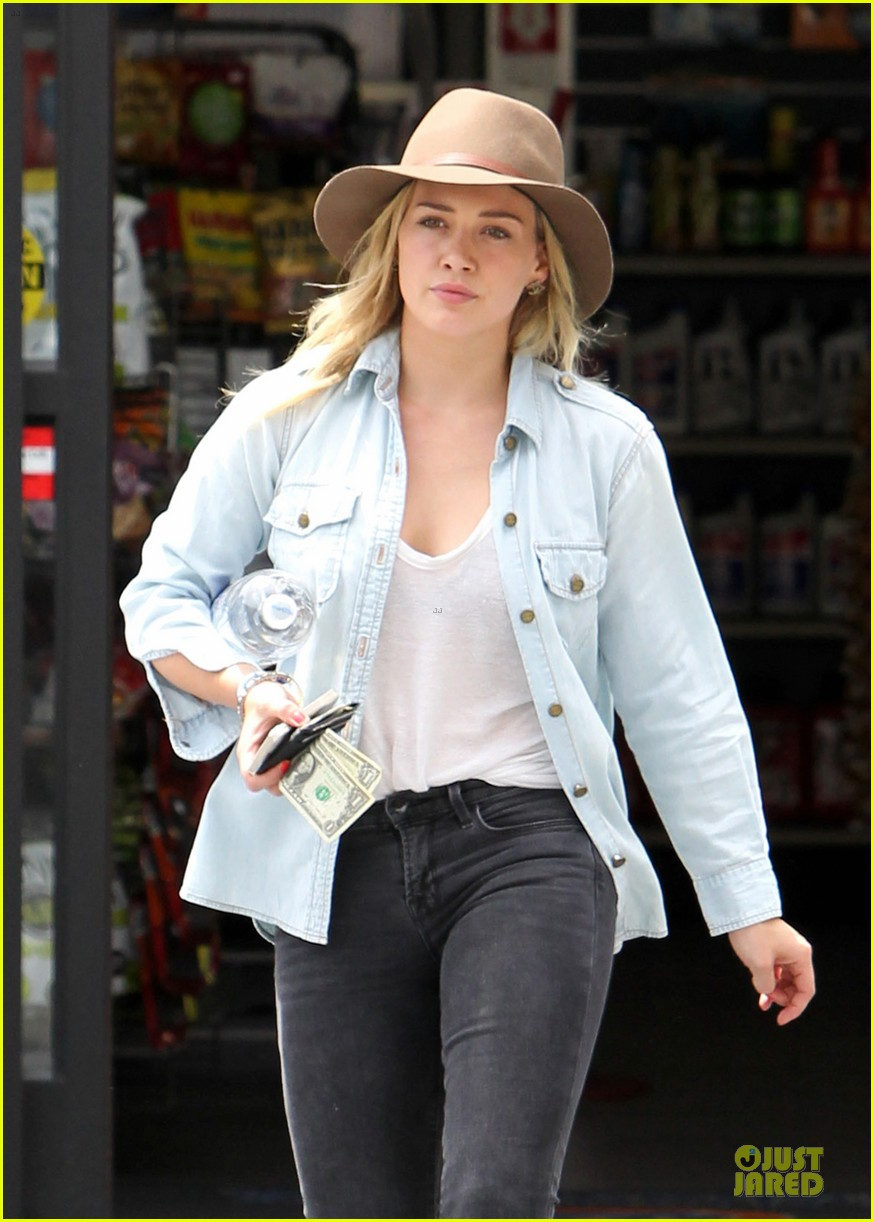 hilary duff posts giggling video of luca 083107178