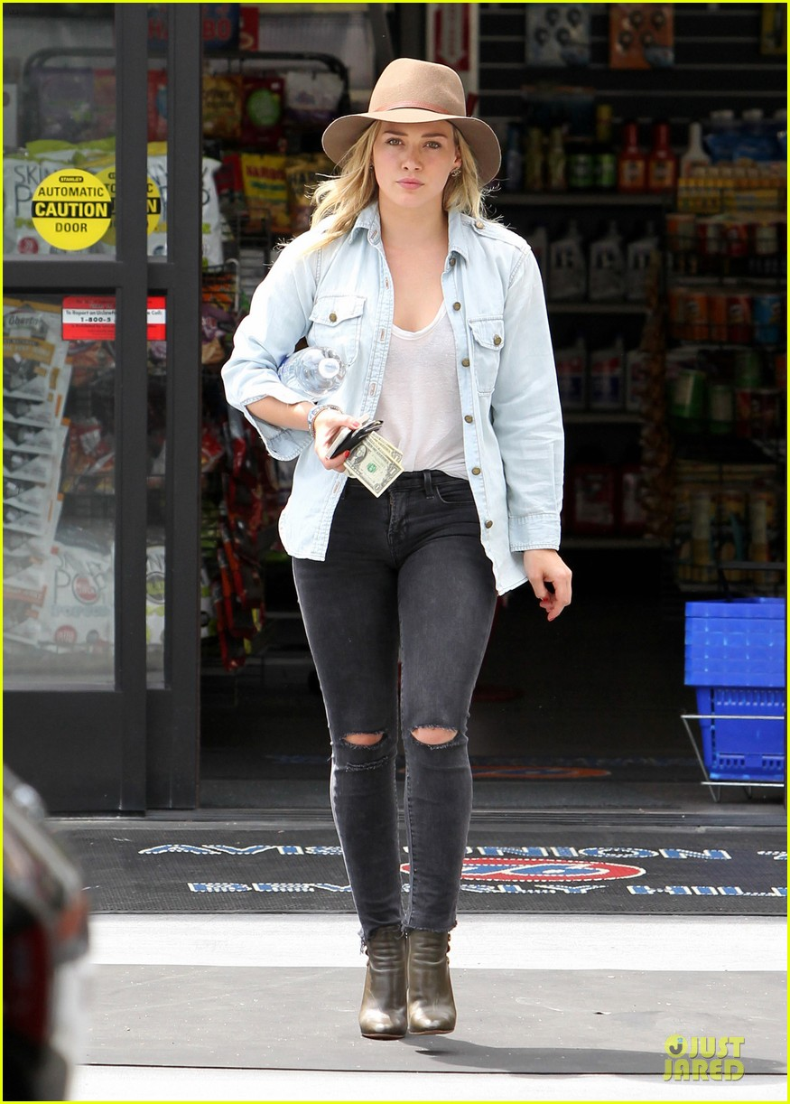hilary duff posts giggling video of luca 163107186