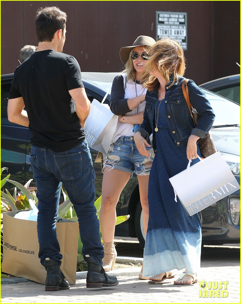 hilary duff mothers day with luca mimosas 01