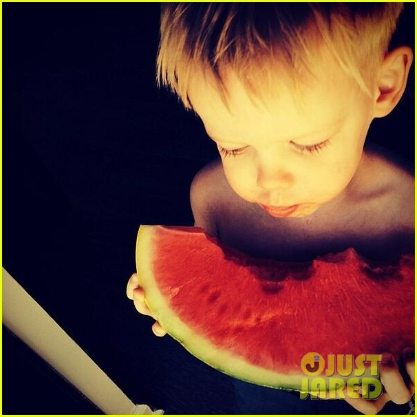 hilary duff mothers day with luca mimosas 033111227