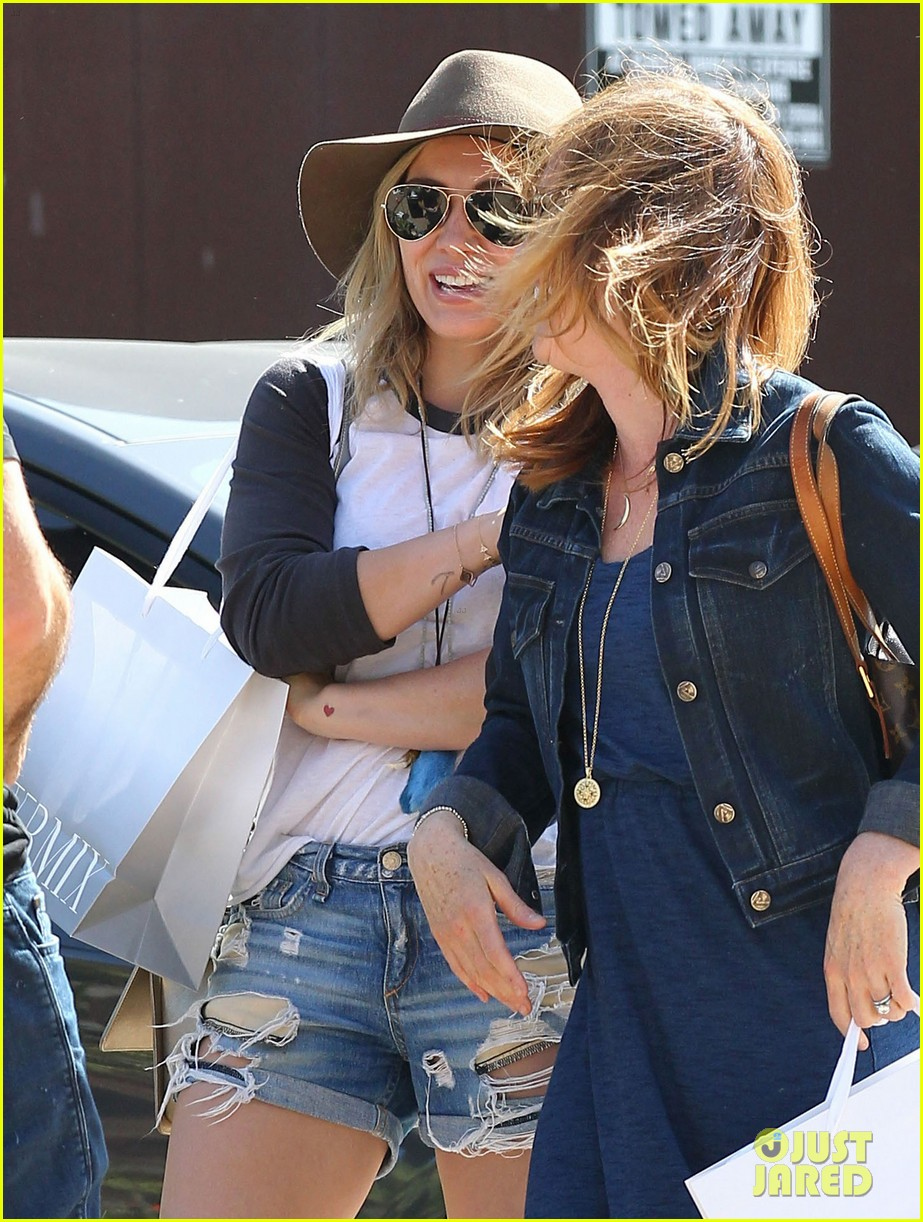 hilary duff mothers day with luca mimosas 063111230