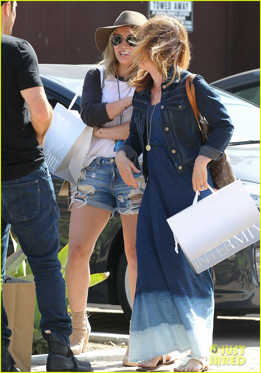 hilary duff mothers day with luca mimosas 083111232