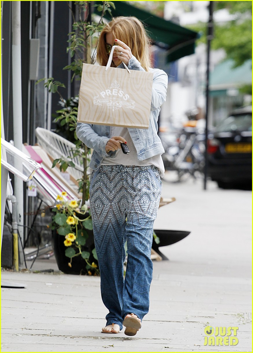 kirsten dunst isla fisher bachelorette buddies get some shopping in 053118936