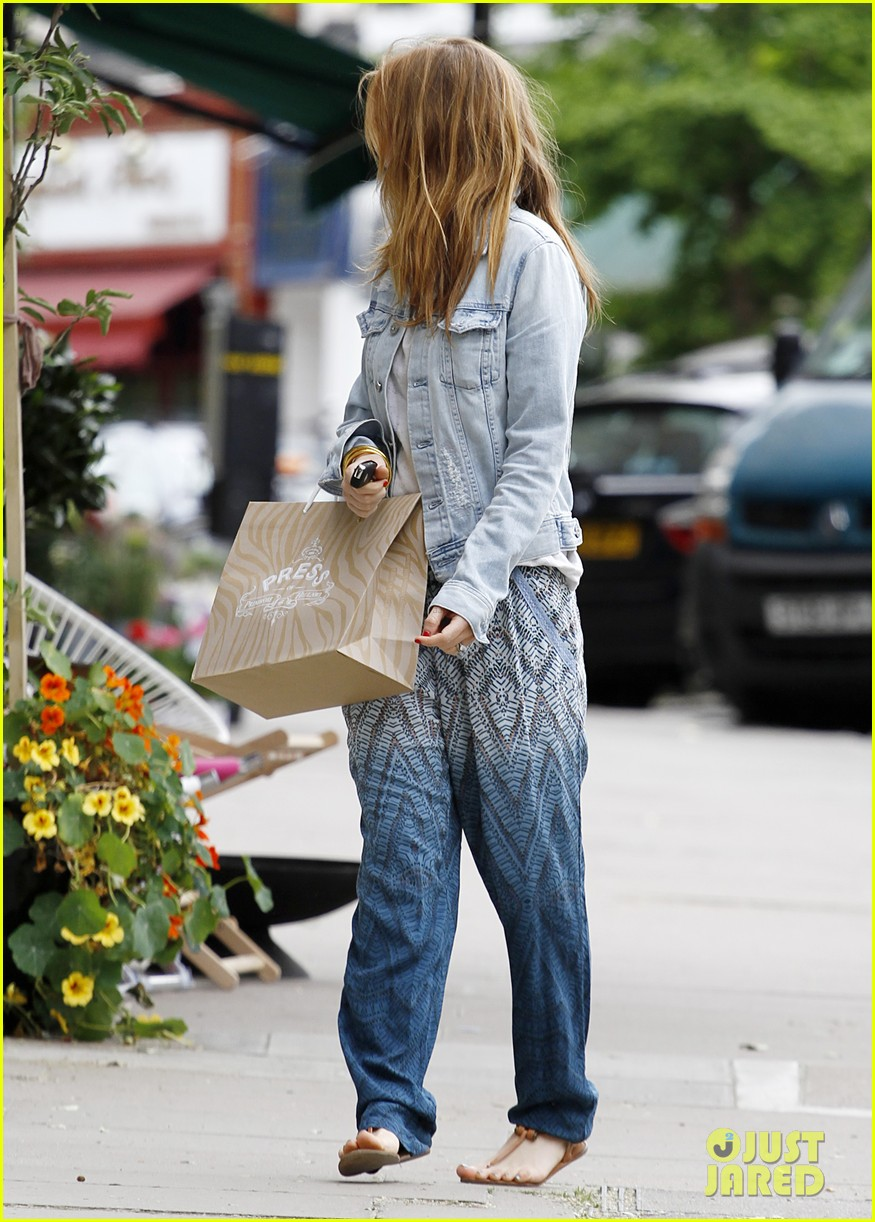 kirsten dunst isla fisher bachelorette buddies get some shopping in 063118937
