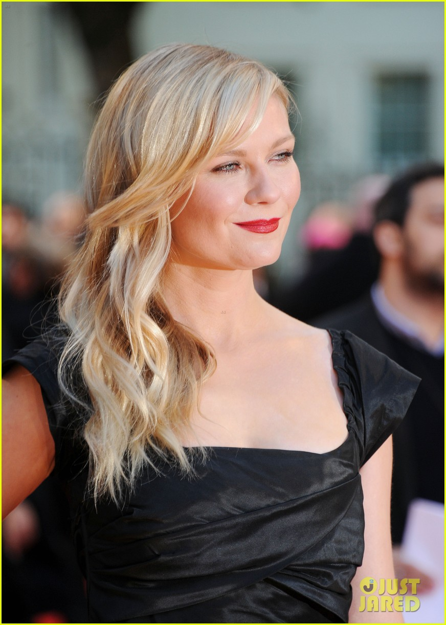 kirsten dunst goes classy chic in little black dress 023112633