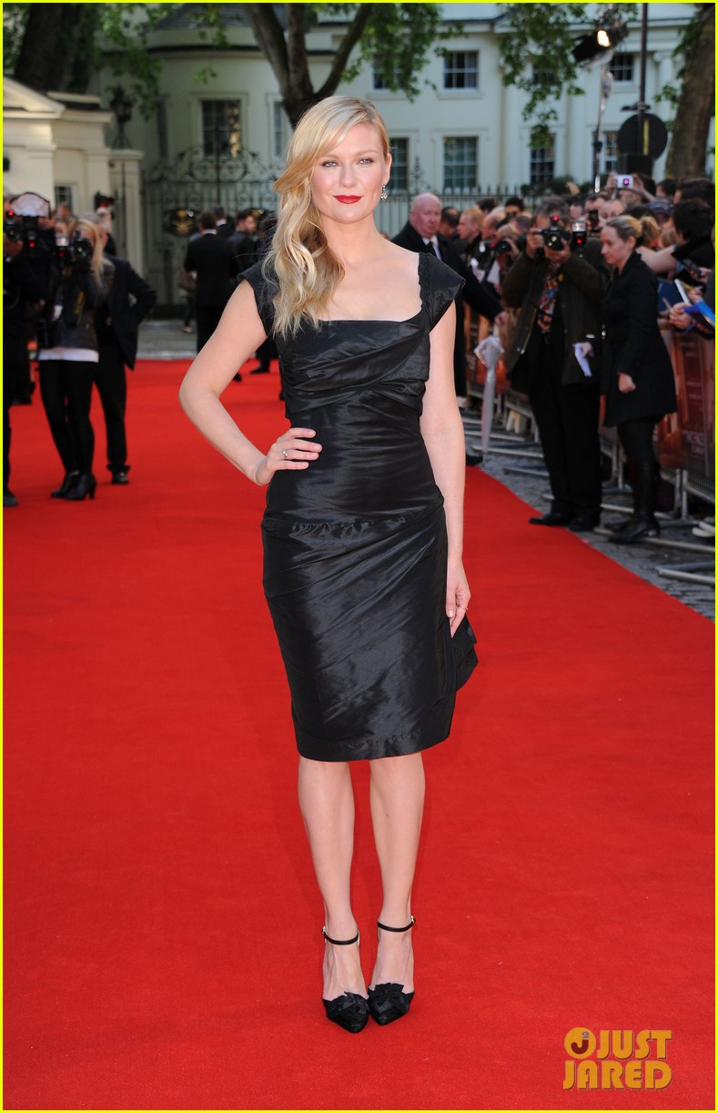 kirsten dunst goes classy chic in little black dress 053112636