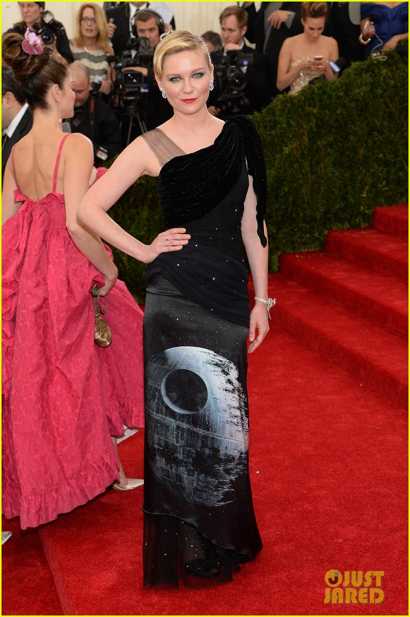 kirsten dunst met ball 2014 red carpet 033106231