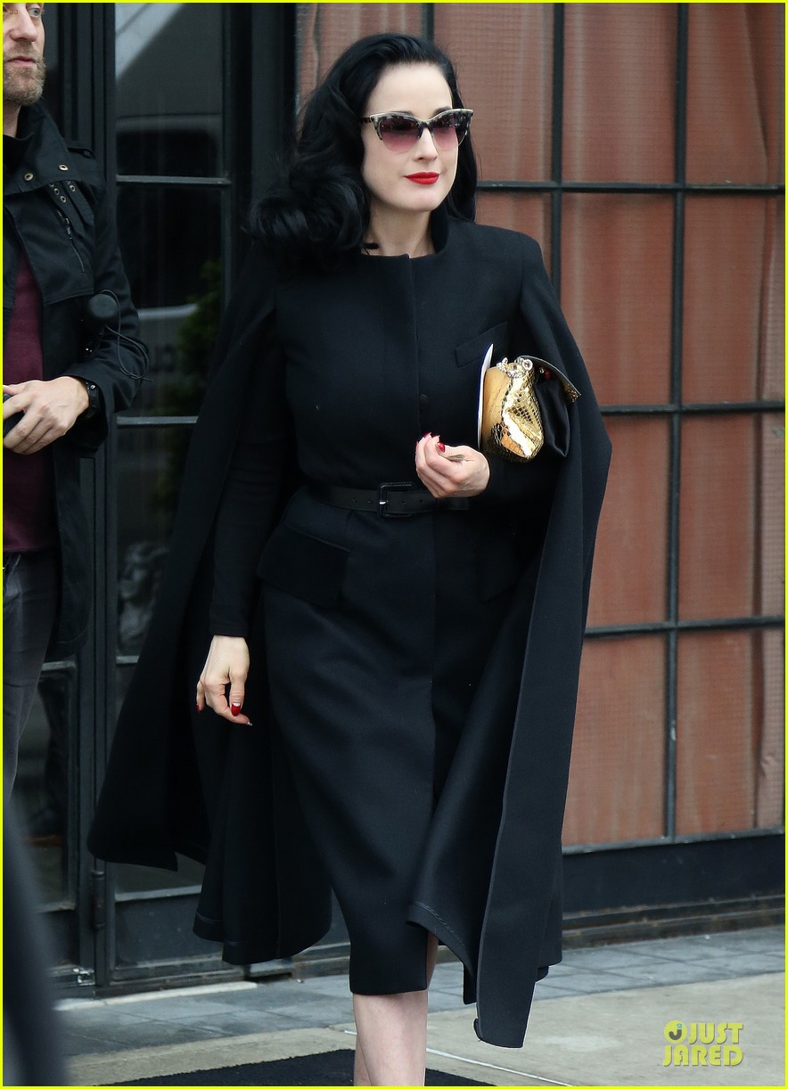dita von teese went commando at met ball 023109826