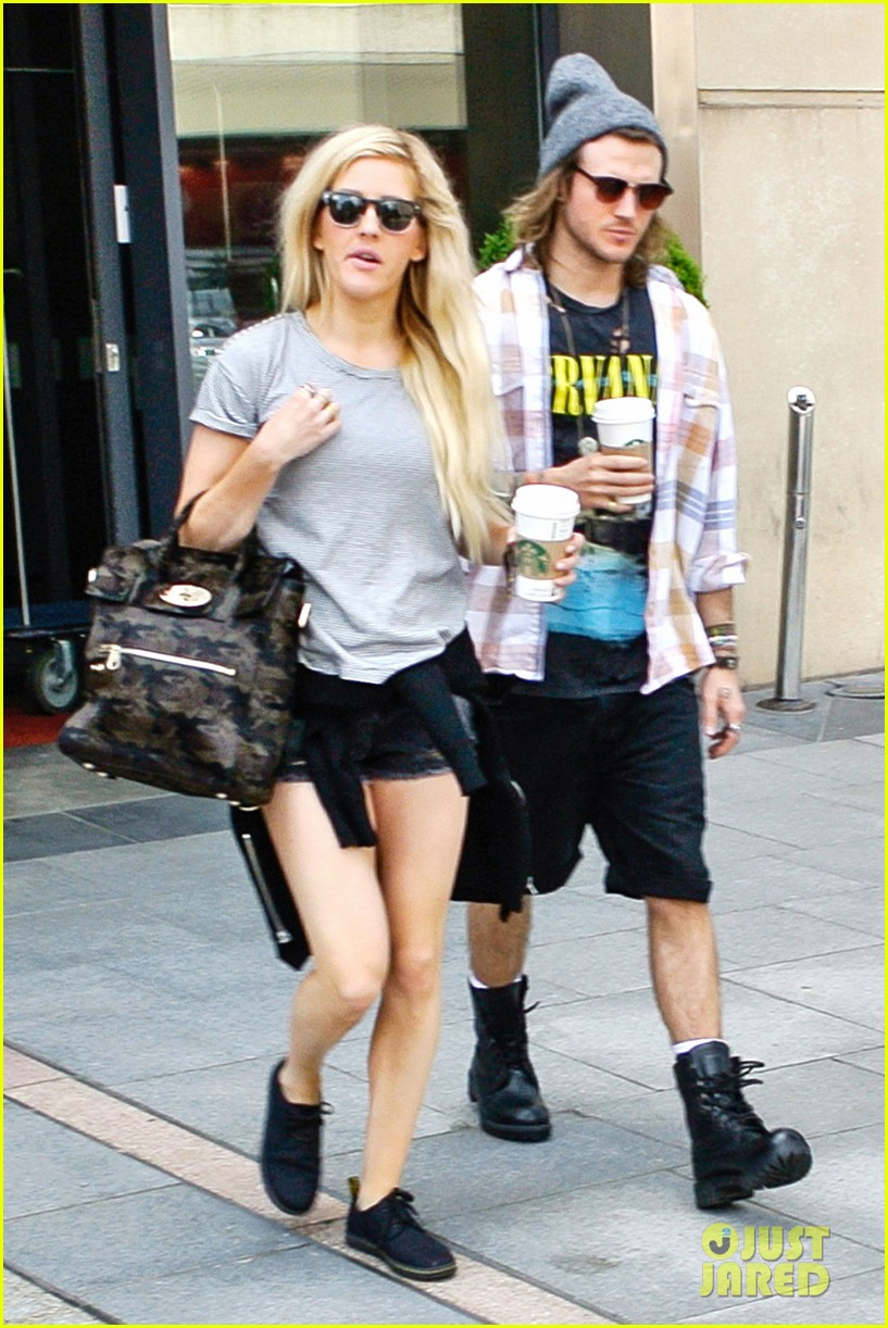 ellie goulding dougie poynter hands food 063117659