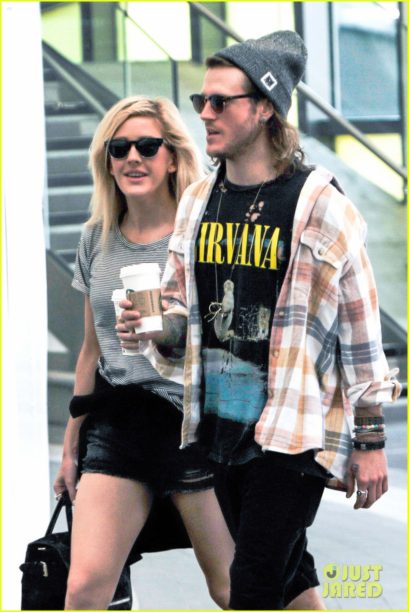 ellie goulding dougie poynter hands food 153117668