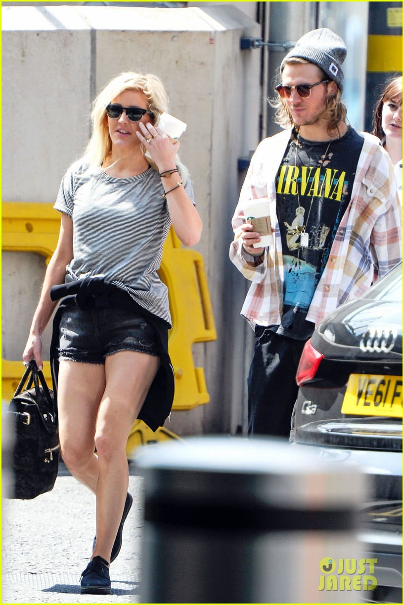 ellie goulding dougie poynter hands food 163117669