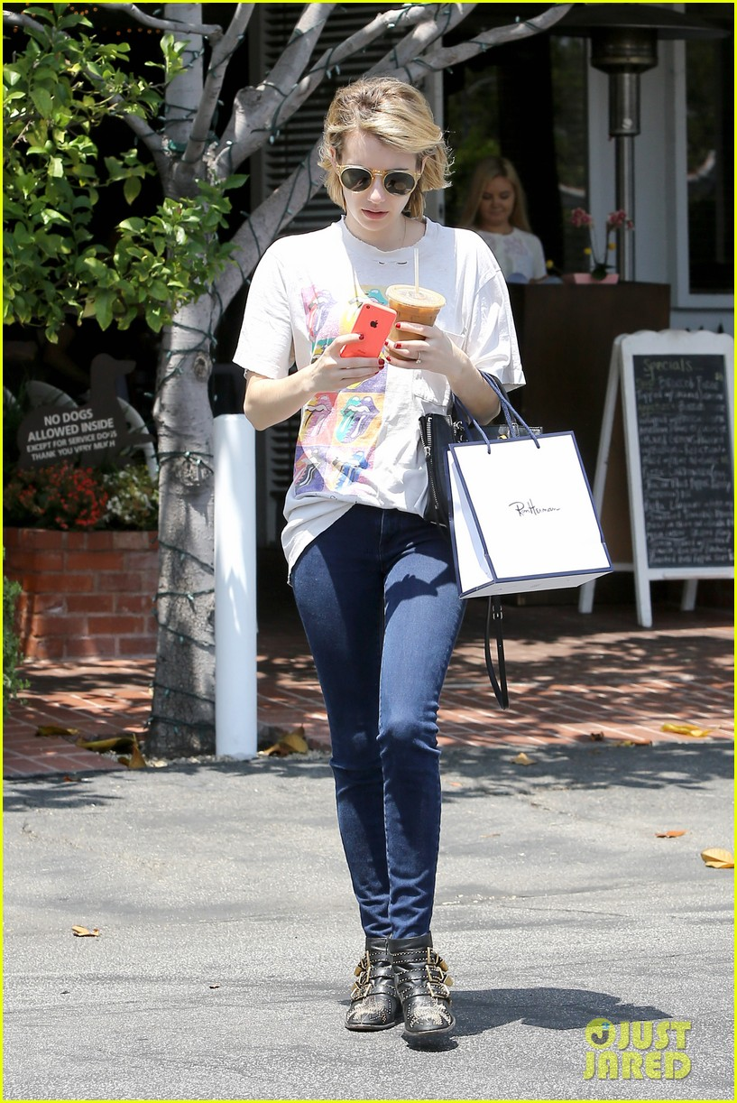 emma roberts reveals summer reading 113123230