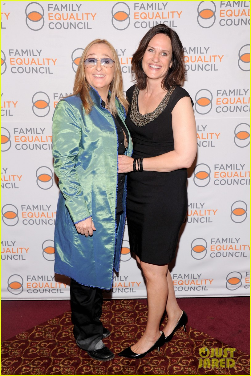 melissa etheridge gets married to linda wallem 07