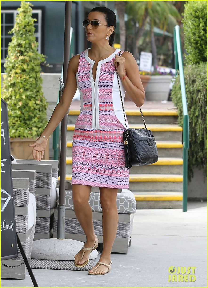 eva longoria cozy shopping boyfriend jose antontio baston 103122022