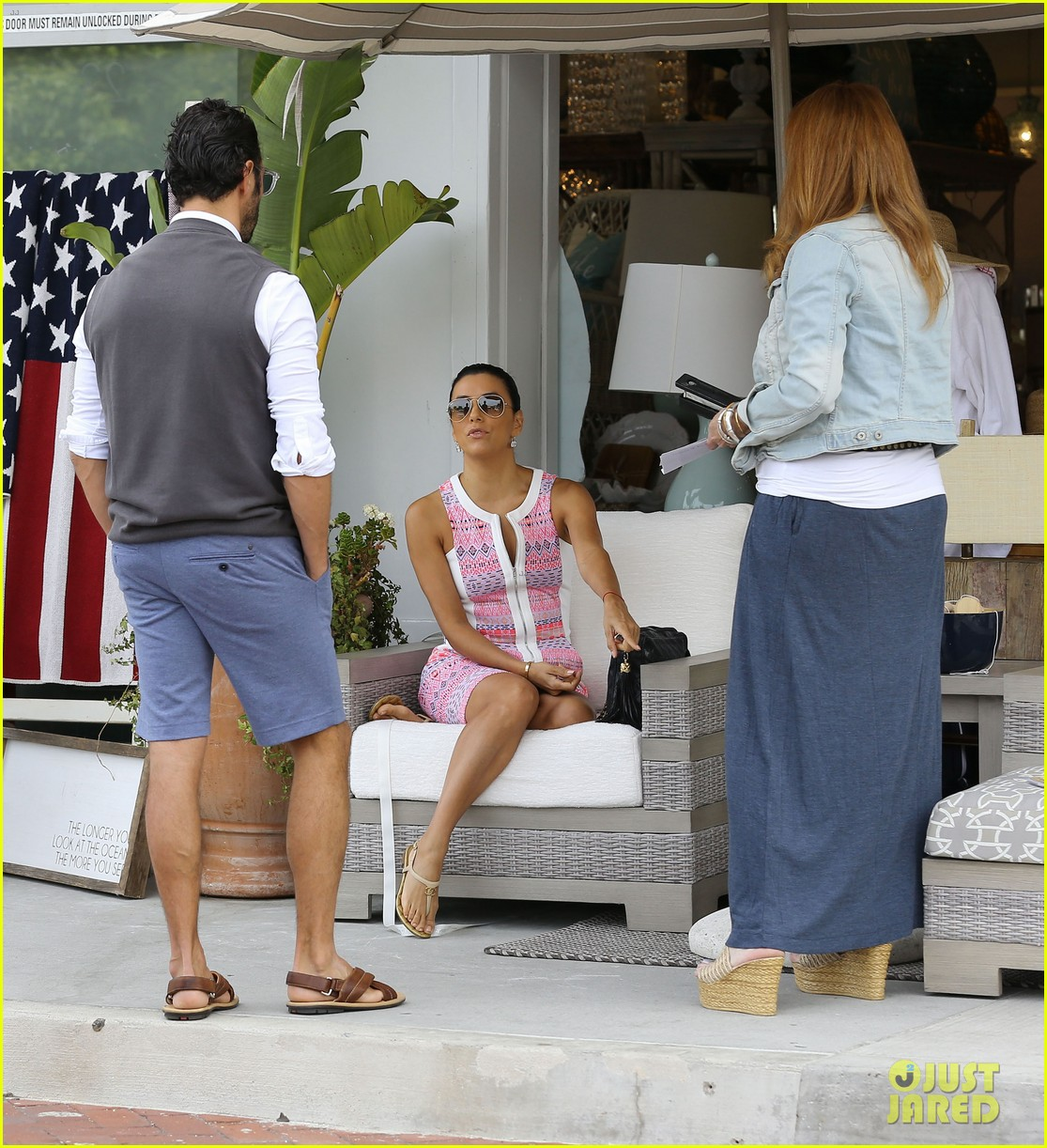 eva longoria cozy shopping boyfriend jose antontio baston 143122026