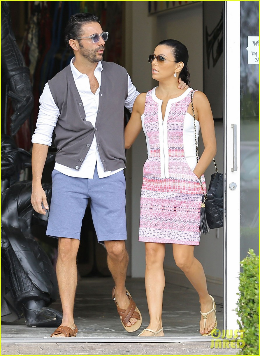 eva longoria cozy shopping boyfriend jose antontio baston 253122037