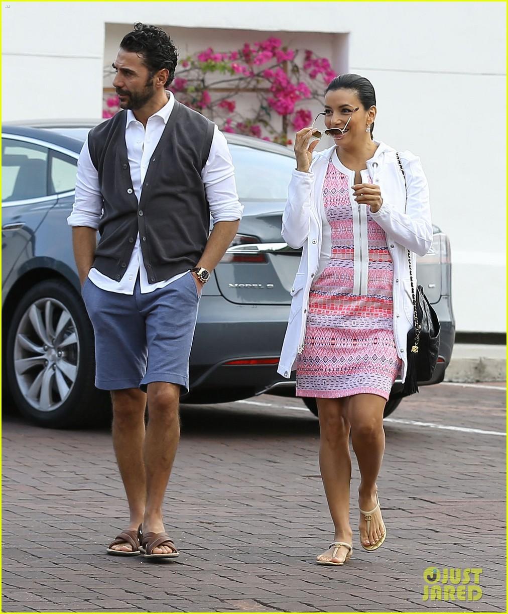 eva longoria cozy shopping boyfriend jose antontio baston 313122043