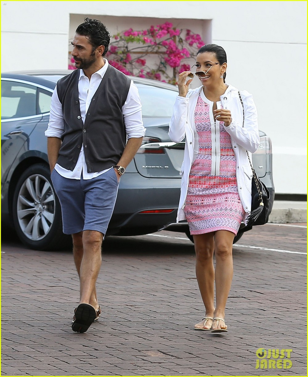 eva longoria cozy shopping boyfriend jose antontio baston 323122044