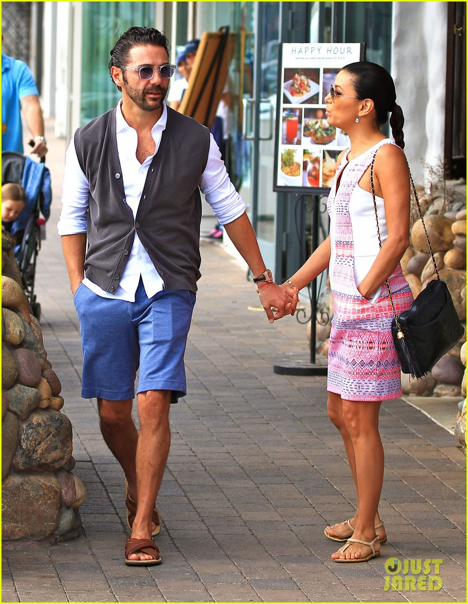 eva longoria cozy shopping boyfriend jose antontio baston 37