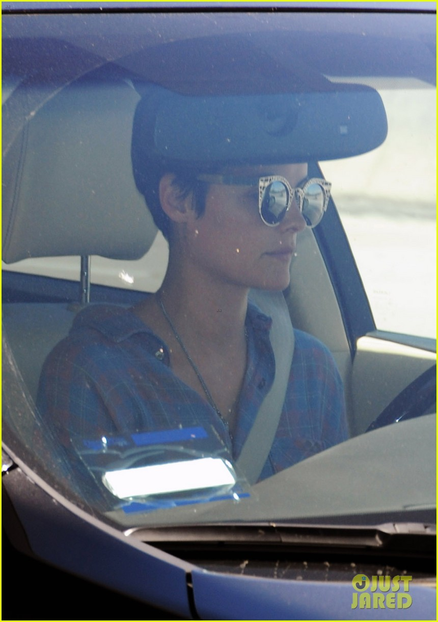 peter facinelli gives jaimie alexander a goodbye kiss at lax 02