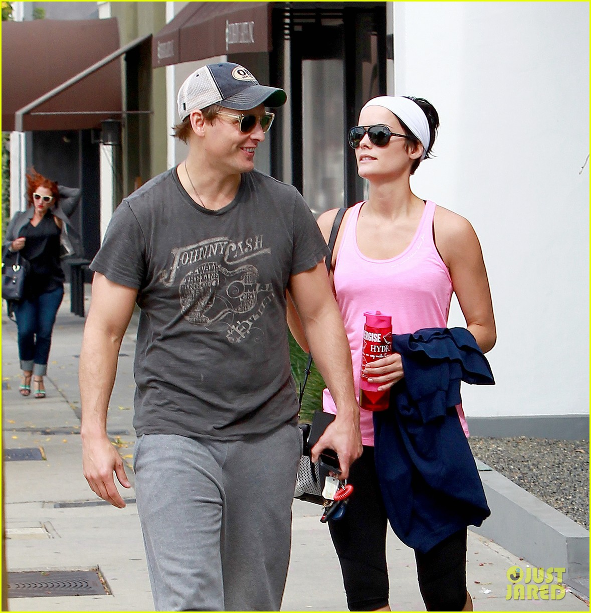 peter facinelli jaimie alexander kiss goodbye after workout 023124941