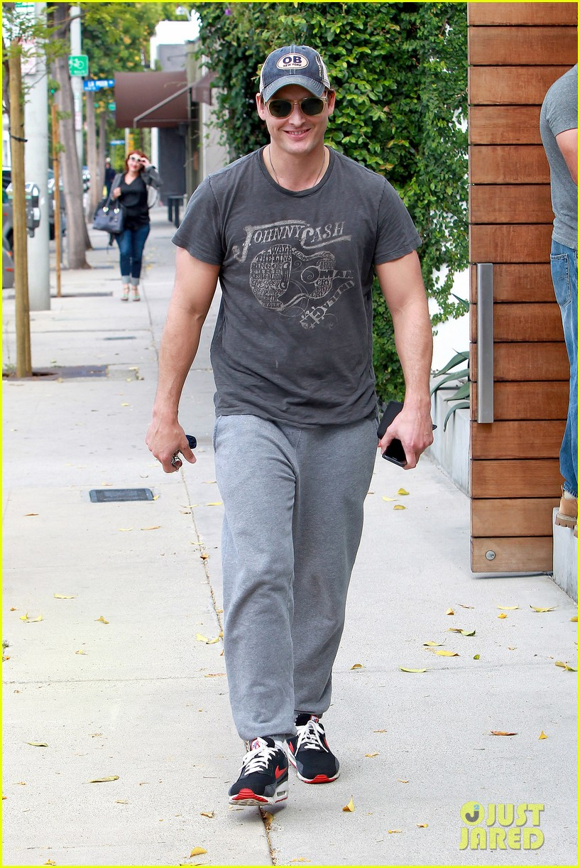 peter facinelli jaimie alexander kiss goodbye after workout 133124952