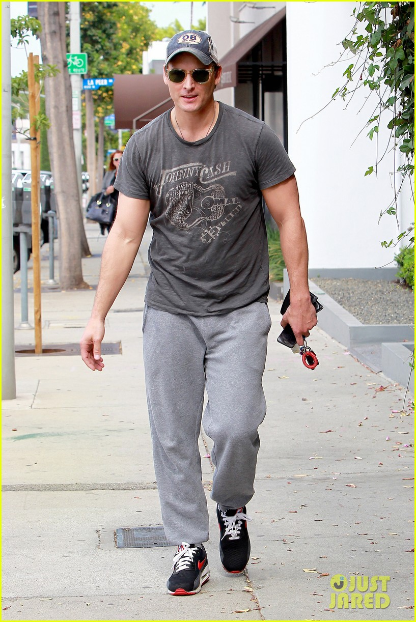 peter facinelli jaimie alexander kiss goodbye after workout 19