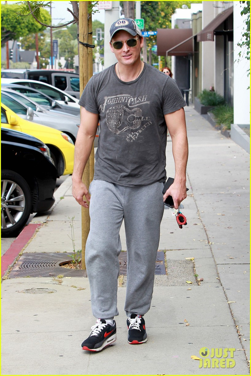 peter facinelli jaimie alexander kiss goodbye after workout 203124959