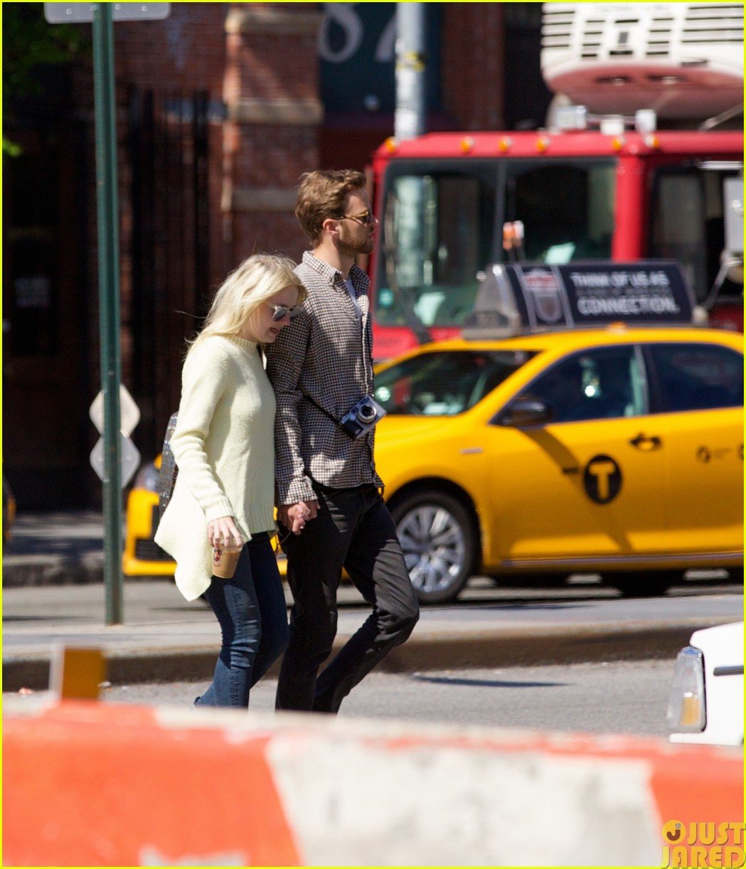 dakota fanning holds boyfriend jamies hand in nyc133115797