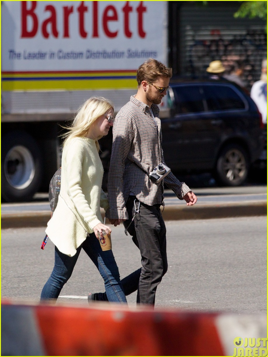 dakota fanning holds boyfriend jamies hand in nyc143115798