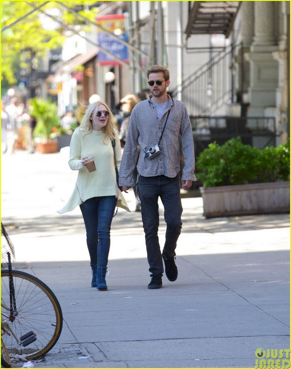 dakota fanning holds boyfriend jamies hand in nyc223115806