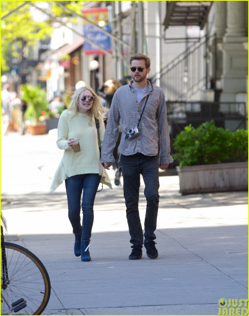 dakota fanning holds boyfriend jamies hand in nyc23