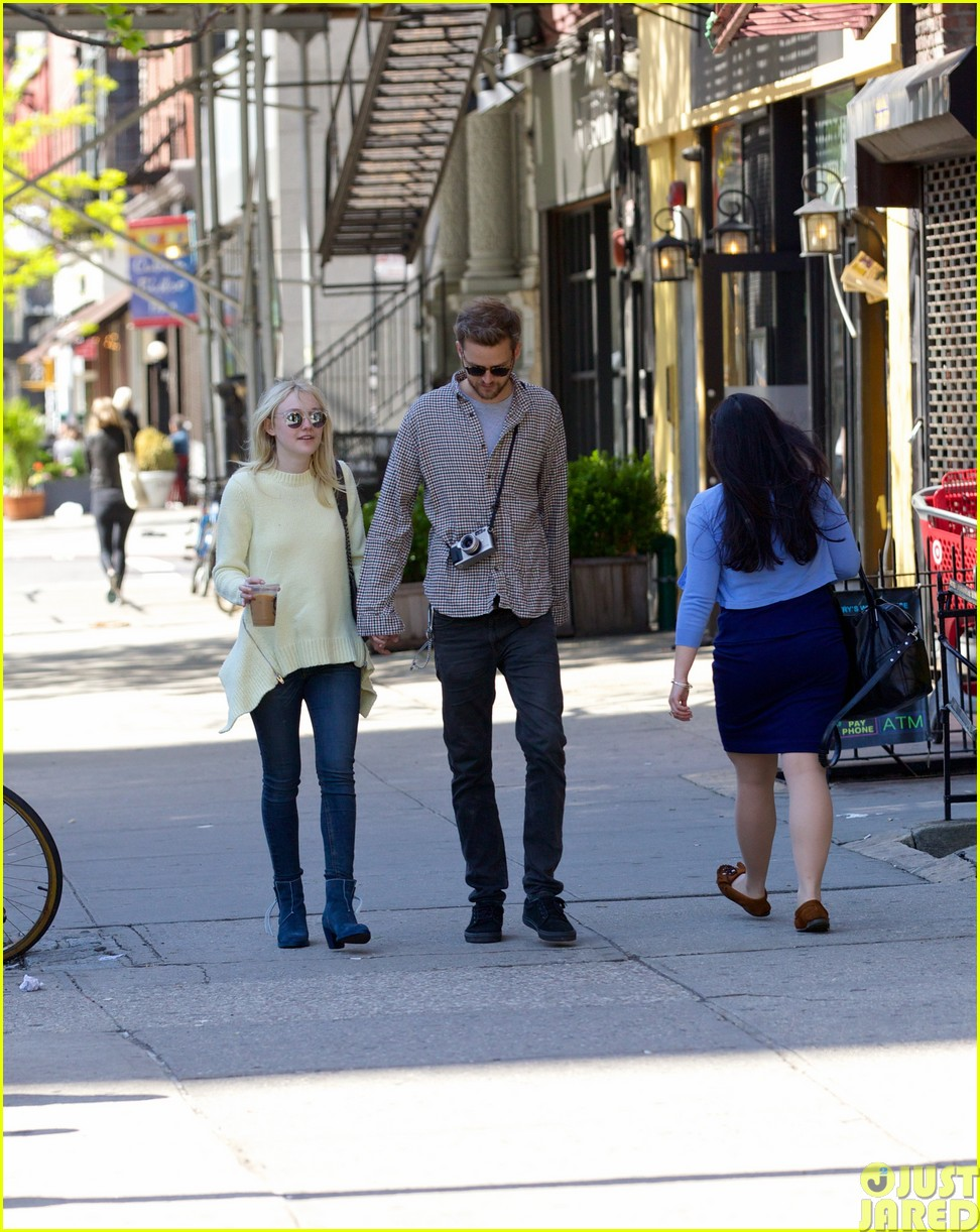 dakota fanning holds boyfriend jamies hand in nyc263115810