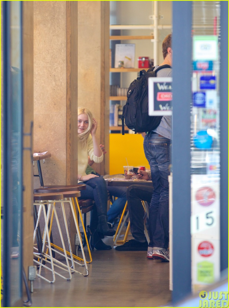 dakota fanning holds boyfriend jamies hand in nyc313115815