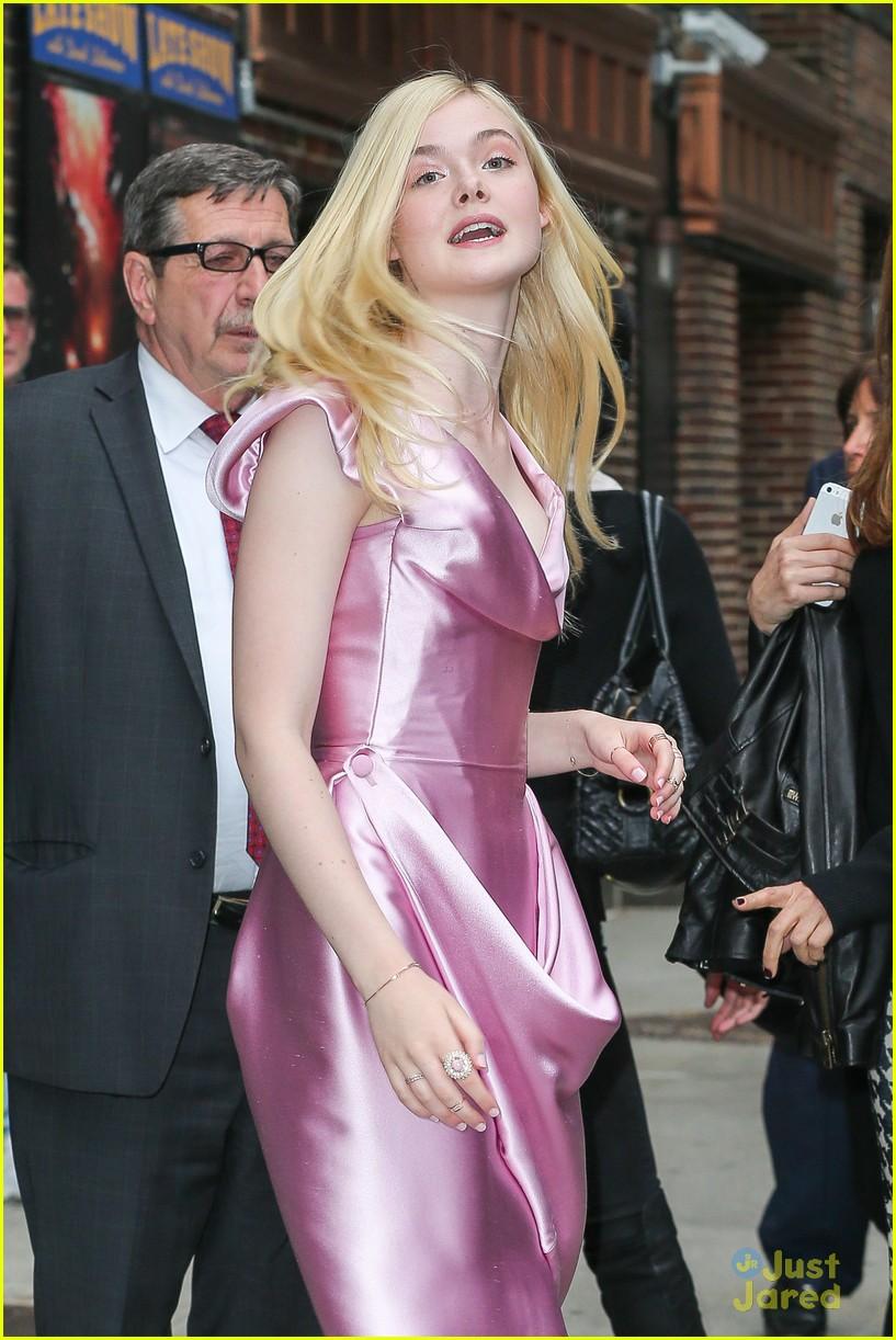 elle fanning letterman pink dress 023113792