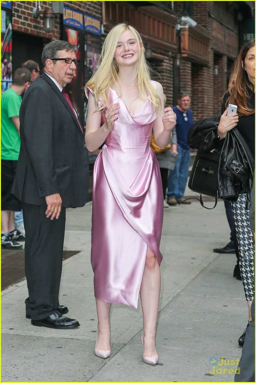 elle fanning letterman pink dress 033113793