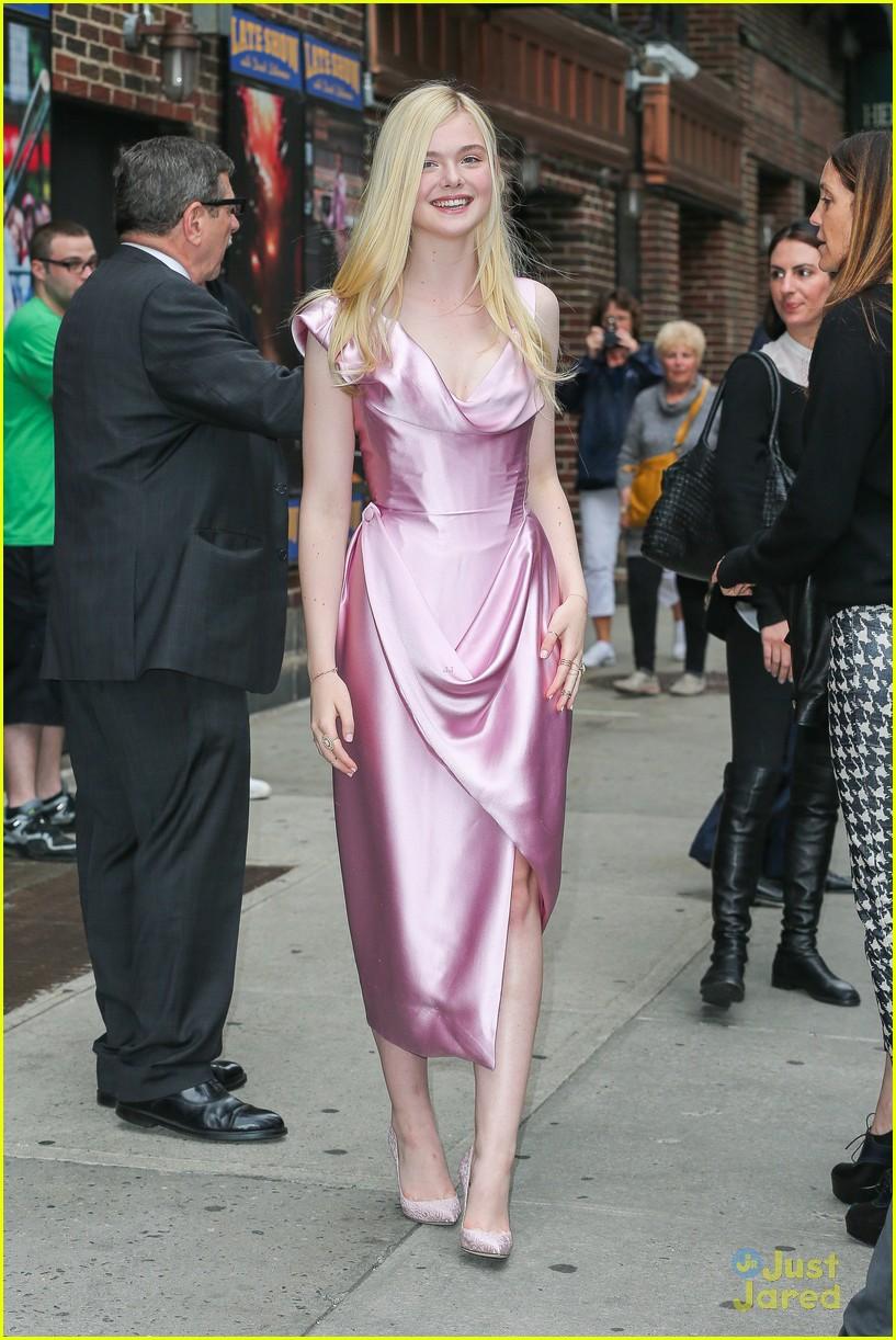 elle fanning letterman pink dress 053113795