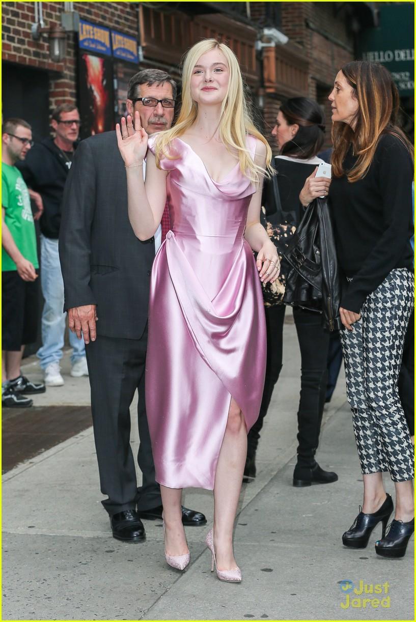 elle fanning letterman pink dress 063113796